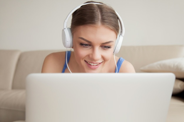 Fones de ouvido: saiba os riscos para sua audição